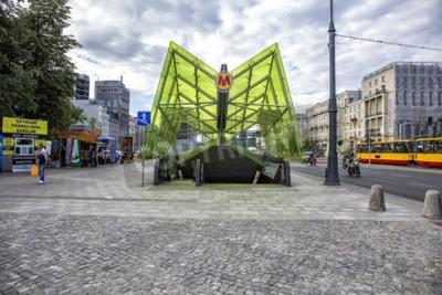 Fototapeta Warszawa, Polska - 20 czerwca 2015: Wejście do stacji metra w Warszawie