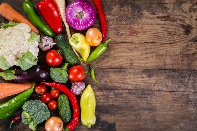 Fototapeta warzywa na drewnianym stole