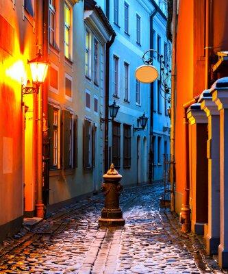 Fototapeta Wąska ulica średniowiecznych w starym mieście w Rydze