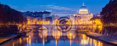 Fototapeta Watykan, Rzym, Włochy, piękny Wibrujący Noc obraz Panorama Bazyliki Świętego Piotra, Ponte Sant Angelo i Tybru o zmierzchu w lecie. Odbicie Papieska Bazylika świętego Piotra