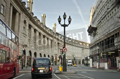 Fototapeta Wcześnie rano ruchu w Regent Street