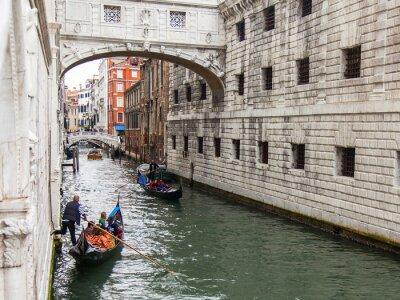 Fototapeta Wenecja, Włochy. Widok miejskich. Wąski kanał i gondoli