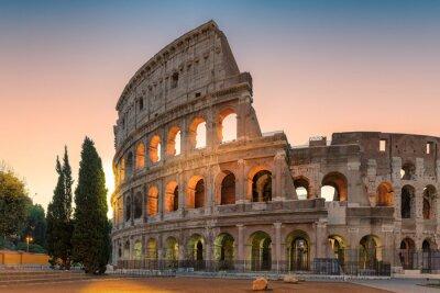 Fototapeta Widok wschodu Koloseum w Rzymie wczesnym rankiem, Rzym, Włochy,