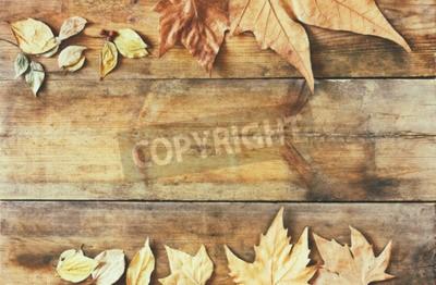 Fototapeta widok z góry obraz jesieni pozostawia na drewnianym tle z teksturą