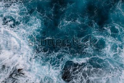 Fototapeta Widok z lotu ptaka na fale oceanu. Niebieskie tło woda