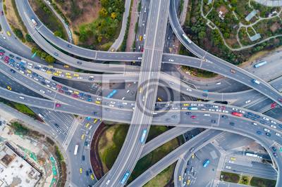 Fototapeta Widok z lotu ptaka na ogromne skrzyżowanie autostrad
