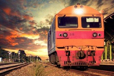 Fototapeta widok z przodu pociągów na kolejach śledzić parking w koleje plat