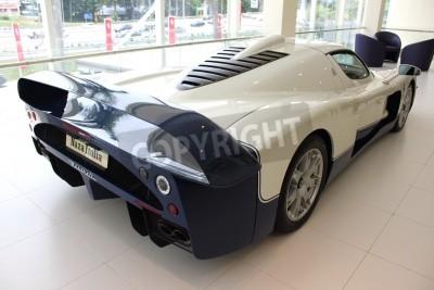 Fototapeta Widok z tyłu samochodu wyścigowego w Maserati Naza Italia