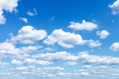 Fototapeta Wiele białe chmury w błękitne niebo latem