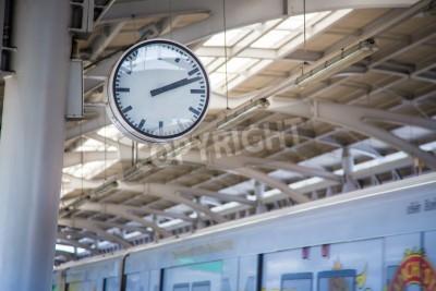 Fototapeta Wielki zegar na peronie metra