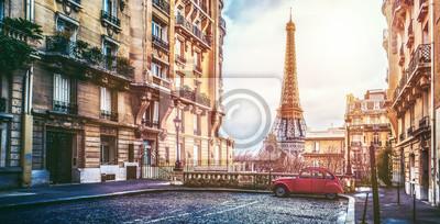 Fototapeta Wieża eifla w Paryżu z maleńkiej ulicy