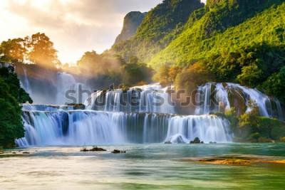 Fototapeta Wodospad Ban Gioc w Cao Bang, Wietnam - Wodospady znajdują się w obszarze dojrzałych formacji krasowych, gdzie pierwotne wapienne warstwy skalne ulegają erozji