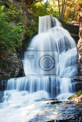 Wodospad w jesieni