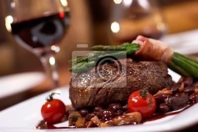 Fototapeta wołowina z grilla z pomidorami