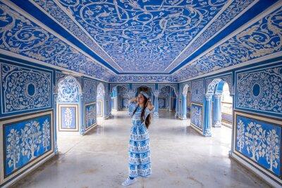 Fototapeta Woman posing at City Palace , Jaipur, Rajasthan, India