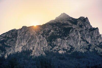 Fototapeta Wschód słońca nad wzgórzem Rozsutec, Słowacja