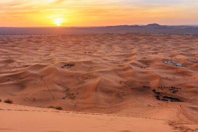 Wschód słońca w Erg Chebbi Wydmy piaszczyste w pobliżu Merzouga, Maroko