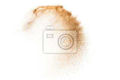 Fototapeta Wybuch piaska złota na białym tle. Streszczenie chmura piasku. Złocisty piasek bryzga agianst na jasnym tle. Piaszczysta fala muchy w powietrzu.