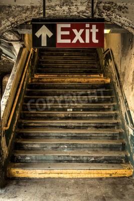 Fototapeta Wyjdź z zbutwiałe stacji metra w Nowym Jorku