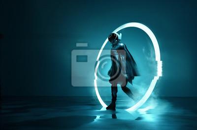 Fototapeta Wyjście z Pustki. Futurystyczny kosmiczny astronauta opuszczający świecącą pętlę przez czas. Konceptualna 3D ilustracja.