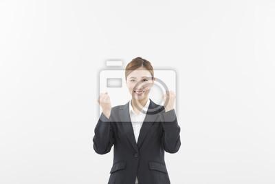 ス ー ツ を 着 た 女性