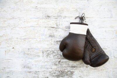 Fototapeta перчатки для бокса висят на стене
