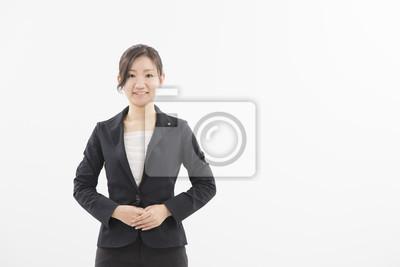 ス ー ツ の 女性