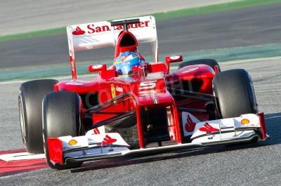 Fototapeta BARCELONA - 21 lutego 2012: Fernando Alonso z Ferrari F1 w czasie wyścigów zespołu Formuły Drużyny dni testów w Katalonii circuity, Barcelona, Hiszpania.