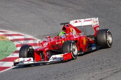 Fototapeta BARCELONA - 24 lutego 2012: Felipe Massa z Ferrari F1 Podczas wyścigów zespołu Formuły Drużyny dni testów w circuity, Barcelona, Hiszpania