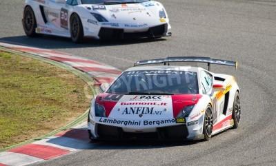 Fototapeta BARCELONA - 30 października: Niezidentyfikowany wyścigów kierowcy Lamborghini Super Trofeo w, 30 października 2011, w Circuit de Catalunya, Barcelona, Hiszpania