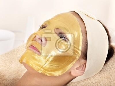 Dziewczyna z Złota maska twarzy.