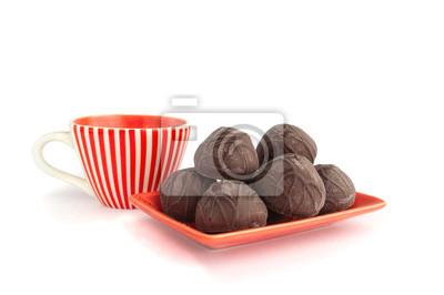 Сhocolate cukierki z filiżanką herbaty