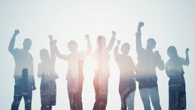 Fototapeta チーム、チームワーク、ビジネス、サクセス、成功、万歳、バンザイ、喜ぶ、目標、達成、成長、ガッツポーズ、グループ、企業、経営、マネジメント、挑戦、チャレンジ、合格、シルエット、人材、競争、社会、発展、仲間、団結、パートナー、同僚、スタートアップ、ダブルエクスポージャー、合成、多重露光、技術、テクノロジー、未来、展望、プロフェッショナル、イノベーション、開発、イメージ、コピースペース、構想、設計、戦略