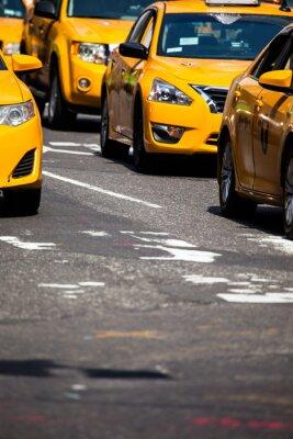 Fototapeta Yellow cab prędkościach przez Times Square w Nowym Jorku, Nowy Jork, USA.