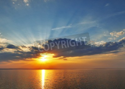 Fototapeta zachód słońca morze chmur.