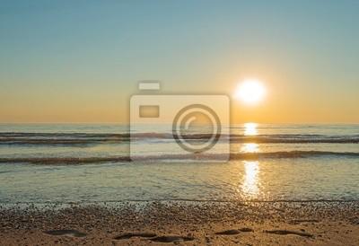 Zachód słońca na morzu w lecie