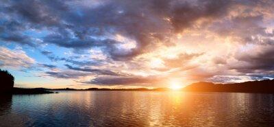 Fototapeta Zachód słońca nad zatoką morską