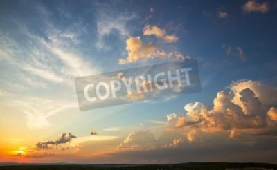 Fototapeta zachód słońca niebo z kolorowych chmur