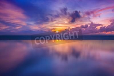 Fototapeta Zachód słońca w morzu w Tajlandii