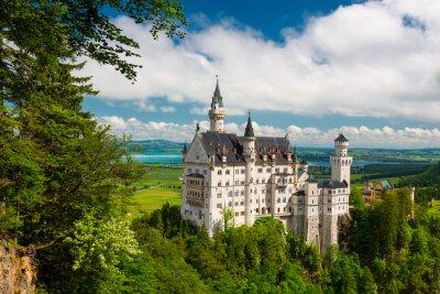 Fototapeta Zamek Neuschwanstein na szczycie góry, Bawaria, Niemcy