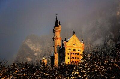 Fototapeta Zamek Neuschwanstein w złotym świetle wieczornym
