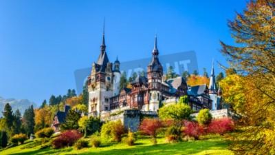 Fototapeta Zamek Peles, Rumunia. Piękne słynny zamek królewski i ogród ozdobny w Sinaia góry Karpat w Europie