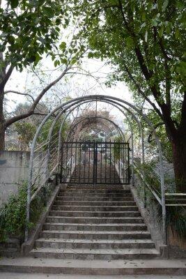 Fototapeta Zamknięte drzwi w schodach