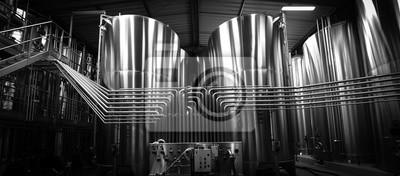 Fototapeta Zbiornik ze stali nierdzewnej w winnicy wina