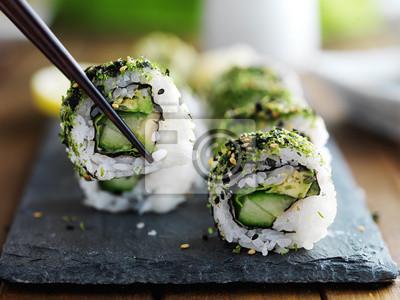 Fototapeta zdrowa kapusta i awokado sushi pałeczkami