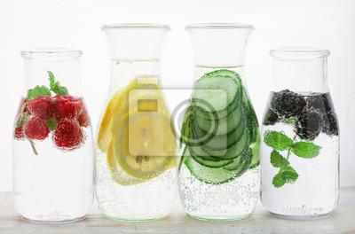 Fototapeta Zdrowe detox wody z owocami