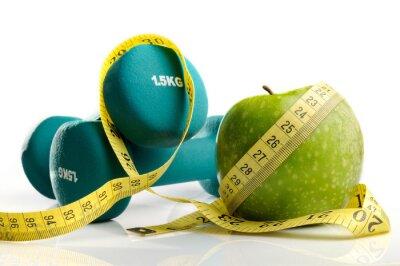 Fototapeta zdrowe jabłko, taśma pomiarowa i hantle wyizolowanych