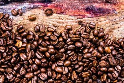 Fototapeta Ziarna kawy na grunge tle starej drewnianej. Kawa koncepcji. Do