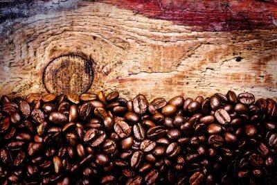 Fototapeta Ziarna kawy na starym tle naturalnych drewnianych, makro. Brown Coff