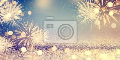 Fototapeta Złoto i niebieski Vintage fajerwerków i bokeh w przeddzień nowego roku i przestrzeni kopii. Wakacje w tle streszczenie.